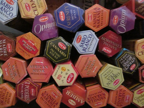 Beţişoarele parfumate HEM cutie hexagonala (Diverse sortimente)
